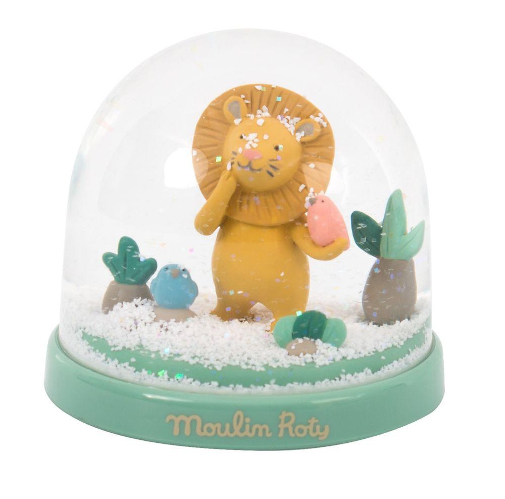 Snehová guľa Lev